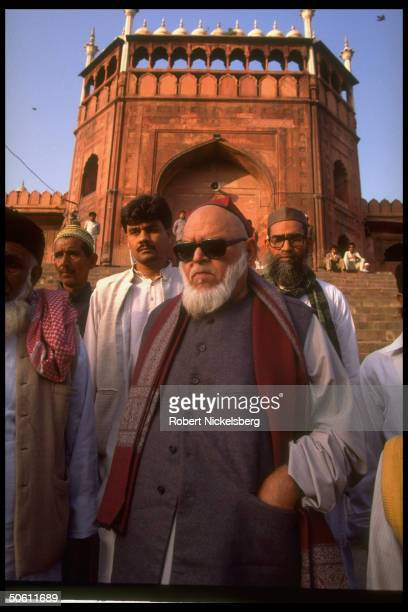 Imam Bukhari Sunni Muslim mullah of Jama Masjid outside mosque opining on Hindu/Muslim riots re militant Hindu razing of Ayodhya Babri Masjid