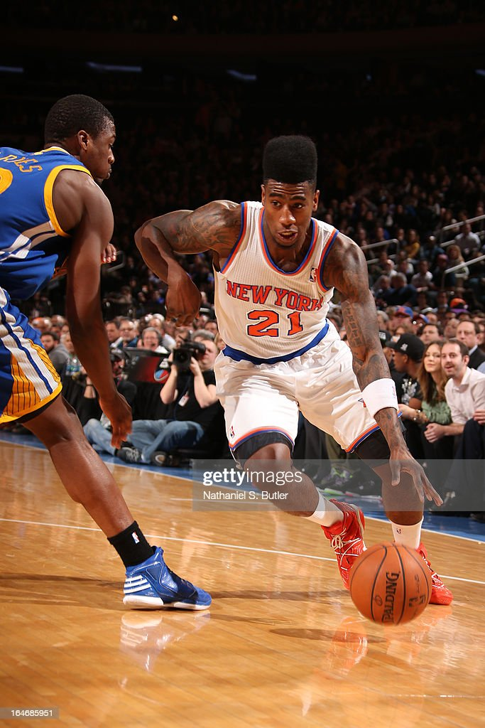 Iman Shumpert #21 of the New York Knicks drives to the basket against the Golden State Warriors on February 27, 2013 at Madison Square Garden in New York City.