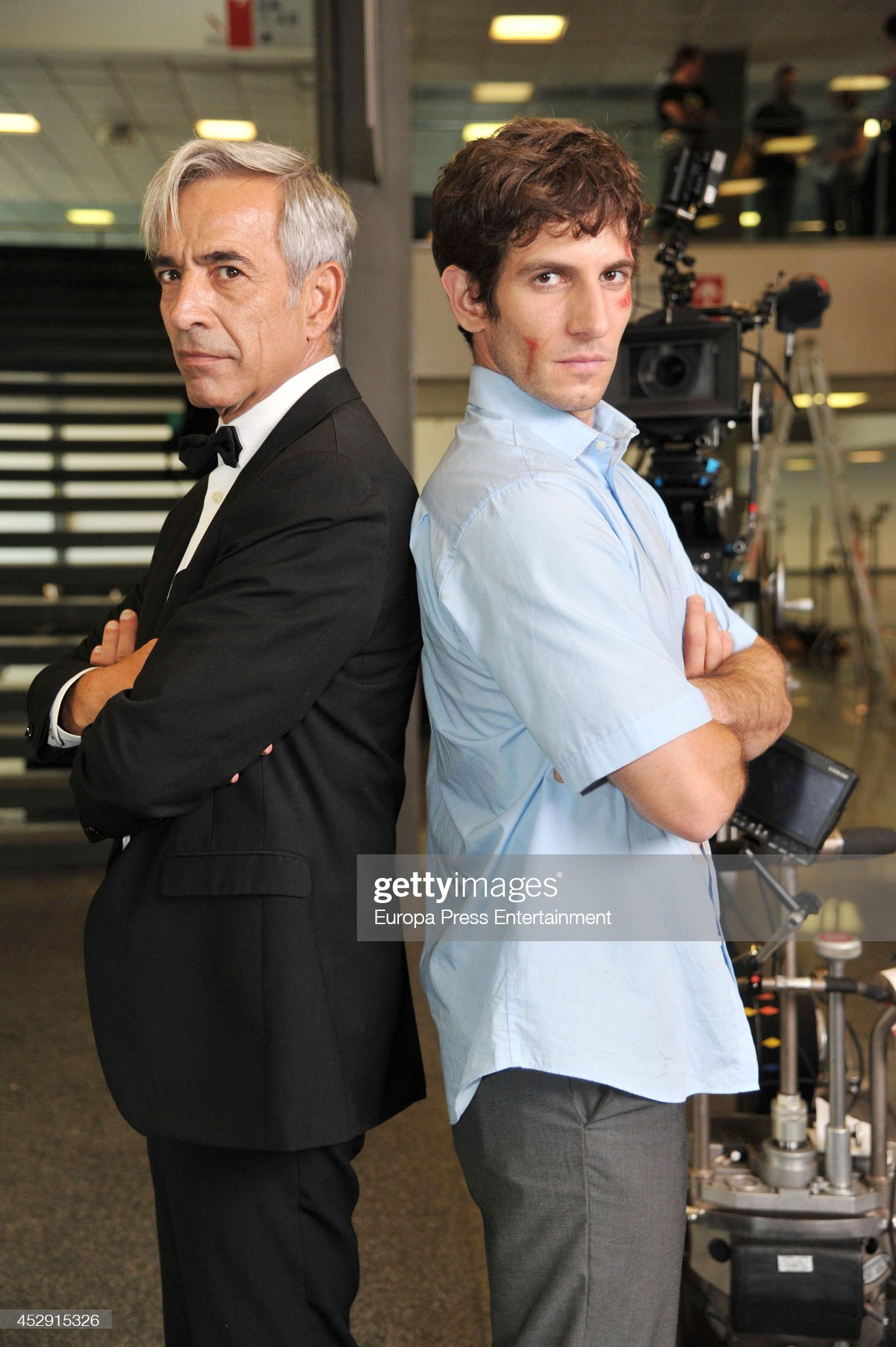 ¿Cuánto mide Quim Gutiérrez? - Altura Imanol-arias-and-quim-gutierrez-pose-on-the-set-of-their-latest-movie-picture-id452915326?s=2048x2048