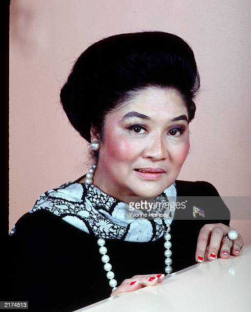Imelda Marcos poses for a portrait November 1, 1988 at her Waldorf Astoria apartment in New York City.