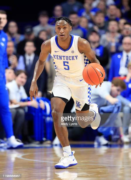 Immanuel Quickley of the Kentucky Wildcats dribbles the ball against the Alabama Crimson Tide at Rupp Arena on January 11, 2020 in Lexington,...
