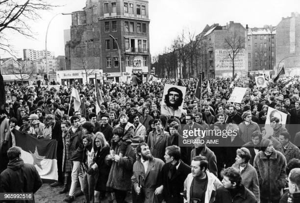 Immense manifestation internationale d'extreme gauche pour la premiere fois depuis la fin de la 2eme guerre mondiale contre la guerre au Vietnam a...