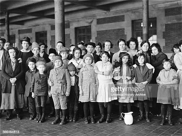 Immigrant children arrive in the USA through Ellis Island in New York 1910