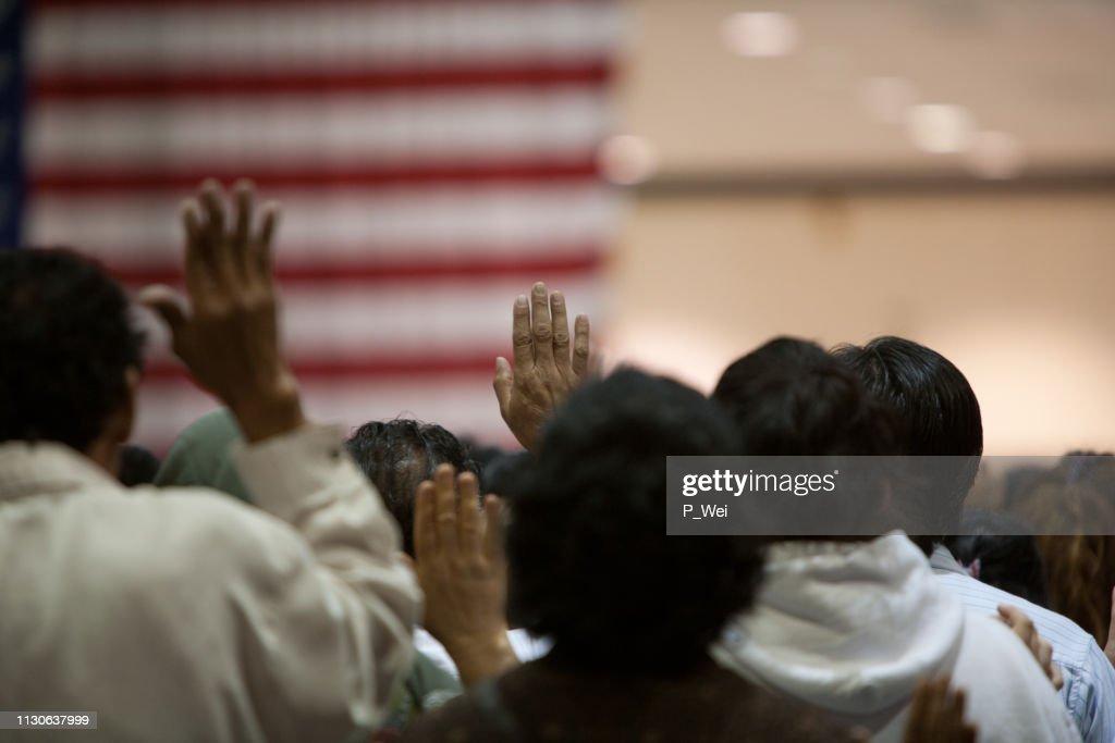 Immigranten op een beëdiging ceremonie : Stockfoto