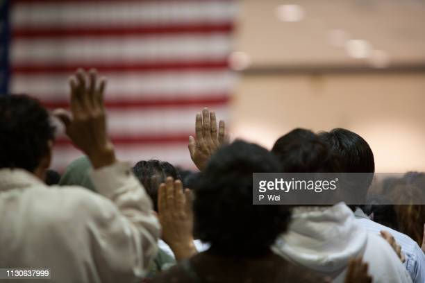 immigrants at a swearing in ceremony - emigration and immigration stock pictures, royalty-free photos & images