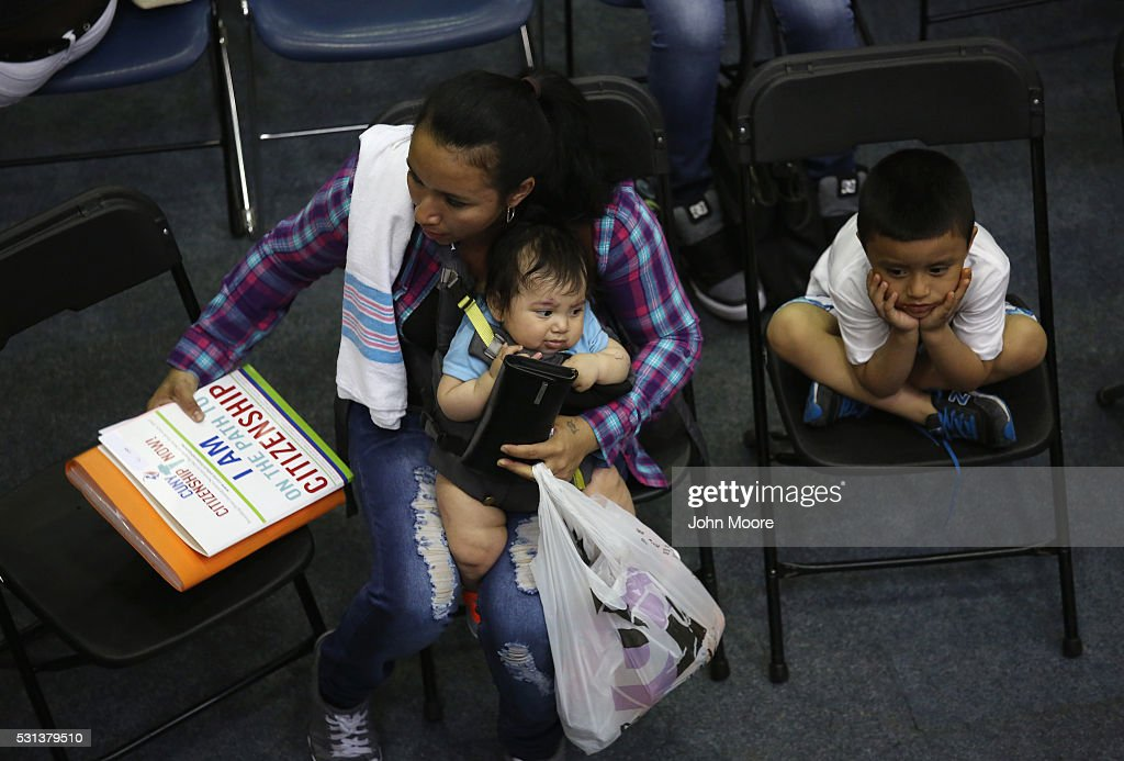 Immigrants Apply For Citizenship Ahead Of US Election : News Photo