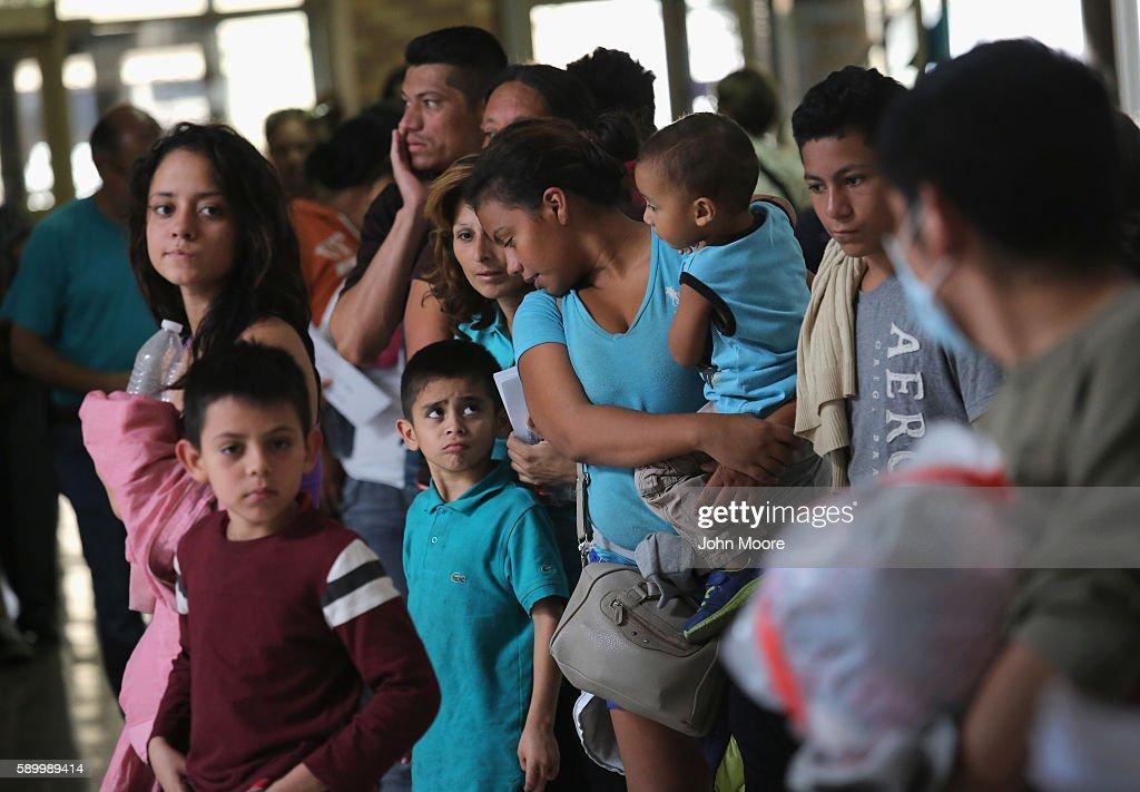 Immigrant Respite Center Aids Families Seeking Asylum In U.S. : News Photo