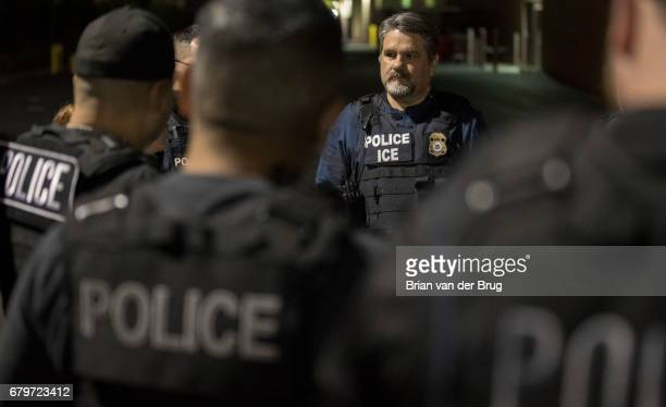 COMPTON CALIF TUESDAY APRIL 18 2017 Immigration and Customs Enforcement assistant field office director Jorge Field holds a predawn meeting with ICE...