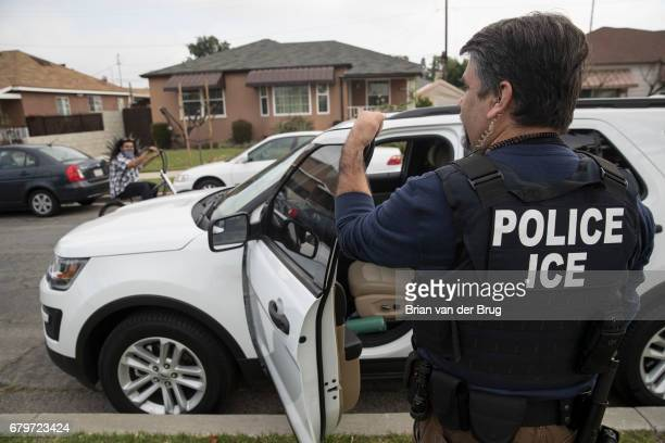 Immigration and Customs Enforcement fugitive operations team member Jorge Field outside the Montebello home of a 47yearold Mexican national in...