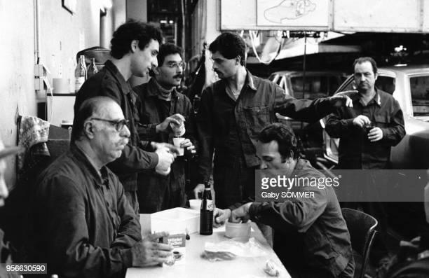 Immigrés ouvriers des usines OPEL en RFA en avril 1984 en Allemagne