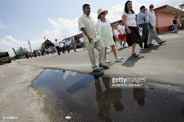 TO GO WITH AFP STORY EEUUMIGRACIONHISPANOS Ethel Kennedy widow of Robert F Kennedy walks with Lucas Benitez a leader of the Coalition of Immokalee...