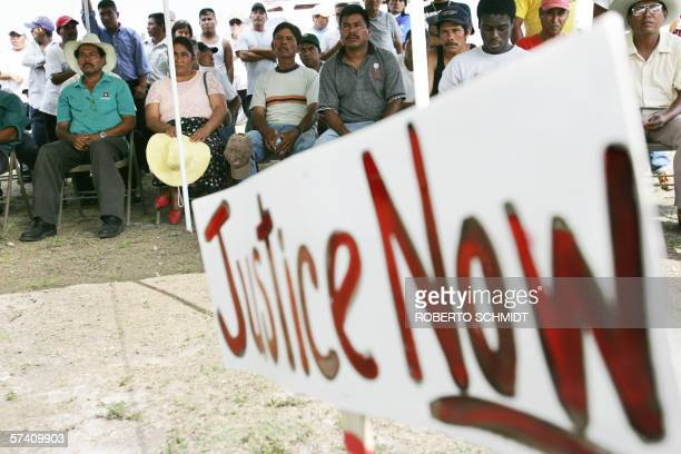 TO GO WITH AFP STORY EEUUMIGRACIONHISPANOS Immigrant farm workers listen to a leader of the Coalition of Immokalee Workers and Ethel Kennedy widow of...