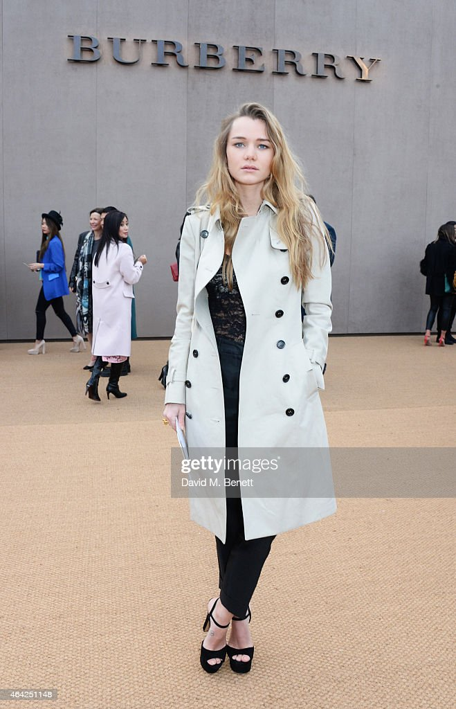 Immy Waterhouse arrives at the Burberry Prorsum AW 2015 during London Fashion Week at Kensington Gardens on February 23, 2015 in London, England.