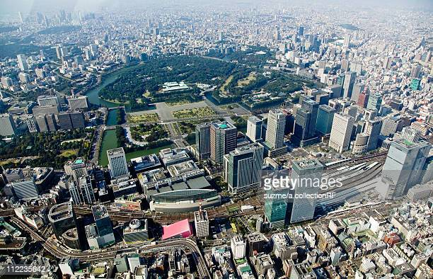 imperial palace and tokyo station - imperial palace tokyo stock pictures, royalty-free photos & images