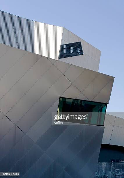 imperial war museum north, modernist architecture - imperial war museum museum stockfoto's en -beelden