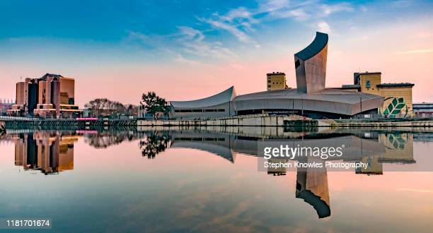 imperial war museum (north), salford quays - サルフォードキー ストックフォトと画像