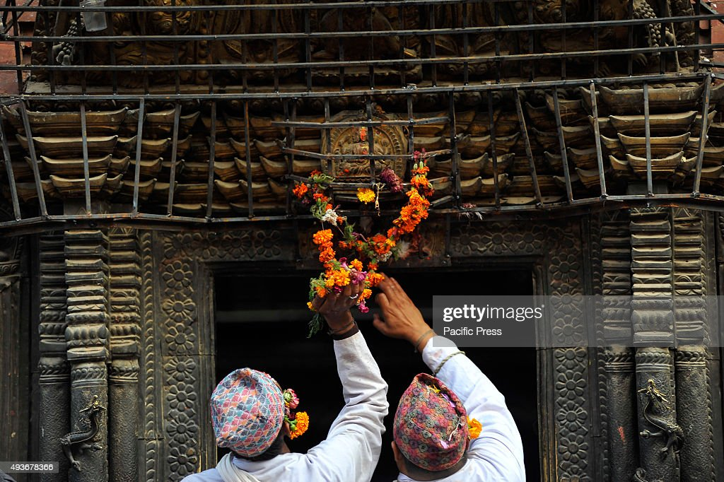 Impersonate of God and Goddess of Nava Durga offering holy... : News Photo