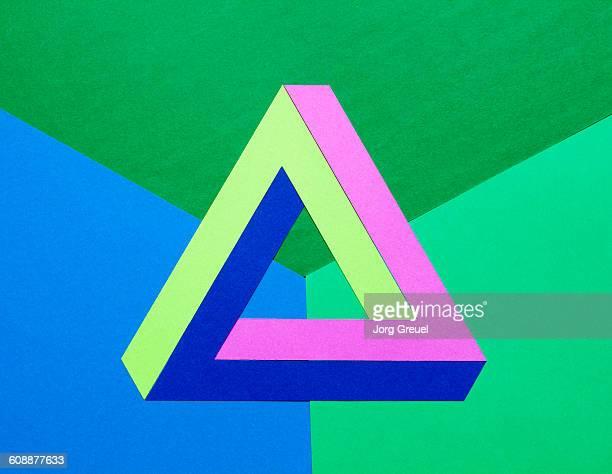 impossible triangle made of paper - tegenspoed stockfoto's en -beelden