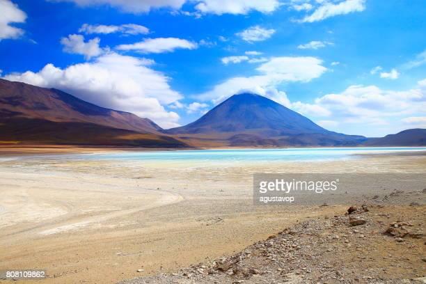 Impressive Laguna verde - green lake reflection, Licancabur and Idyllic Atacama Desert, Volcanic landscape panorama – Potosi region, Bolivian Andes, Chile, Bolívia and Argentina border