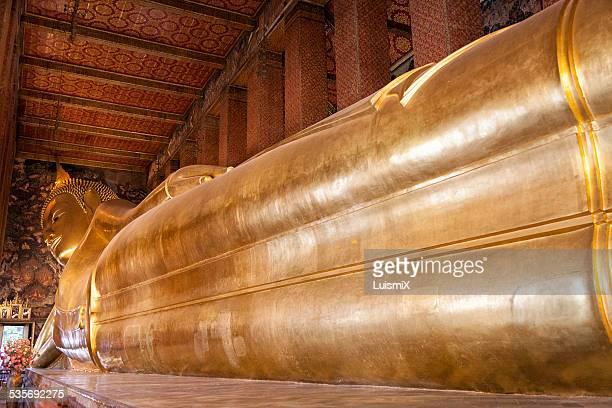 Impressive reclining Buddha