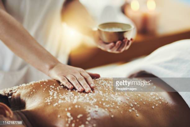 improved circulation gives skin a natural glow - massaggi foto e immagini stock
