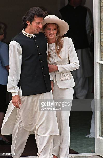 Imran Khan and Jemima Goldsmith leave Richmond Registry Office in London after their civil wedding 20 June 1995 Imran Khan the former Pakistani...