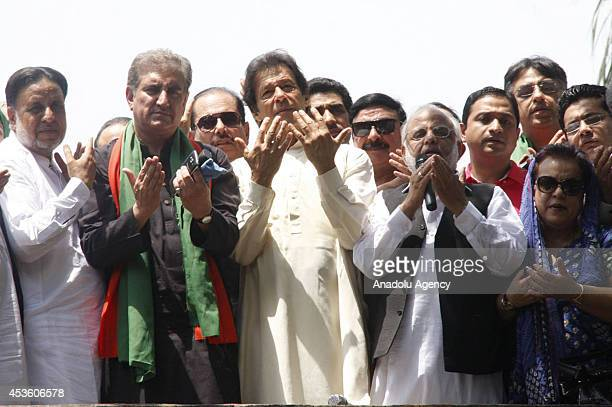 Imran Khan chairman of Pakistan TehreekeInsaf and Pakistani cricketerturnedpolitician prays with other leaders as they are heading to Islamabad to...
