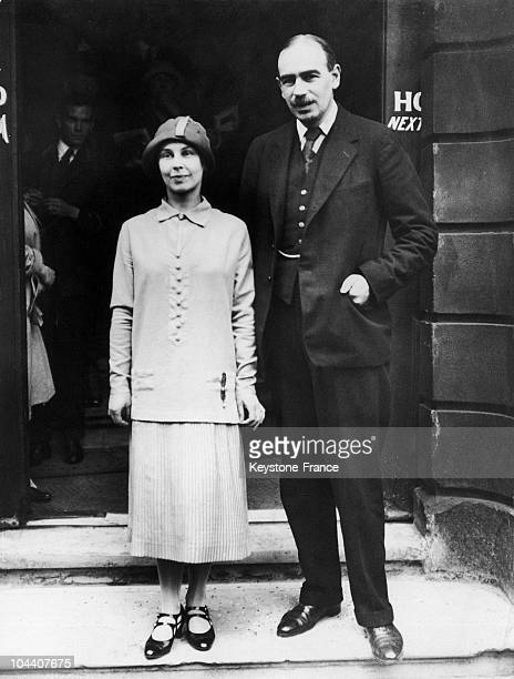 In 1920's, the economist John Maynard KEYNES married the Russian dancer Miss LOPOKOVA. He was the theoretician of the New Deal program put into...
