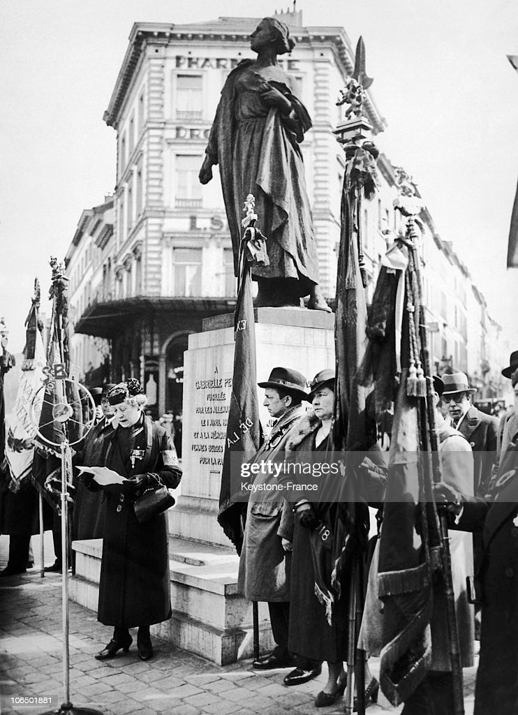 Homage To Gabrielle Petit In Brussels In 1936 : News Photo
