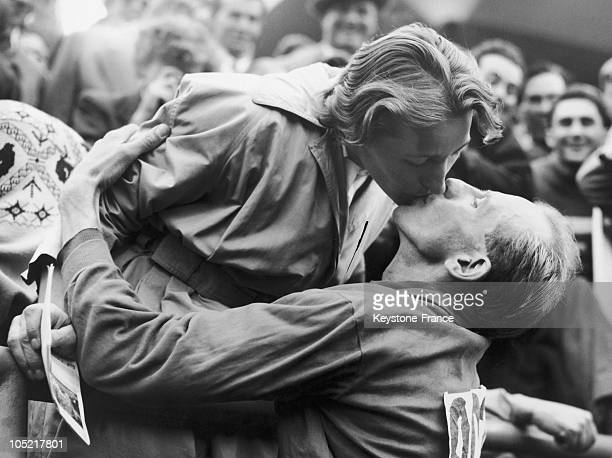 In 1952 Helsinki Summer Olympics Emil Zatopek Kissing His Wife After Winning The World Record At Marathon