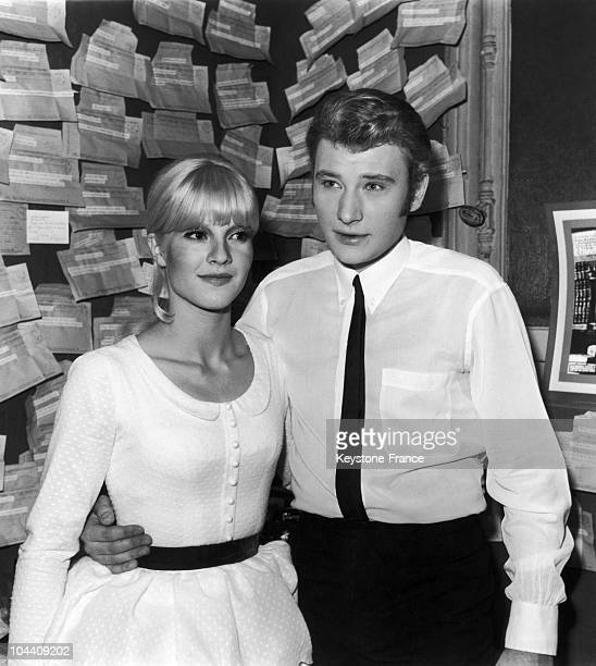 In 1965 from his dressing room at the Olympia the French singer Johnny HALLYDAY greeted his wife Sylvie VARTAN after his performance Behind them hang...