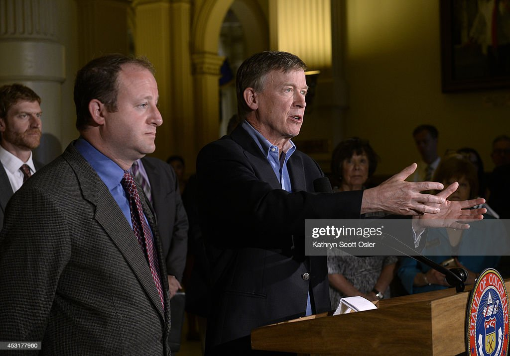 In a joint press conference inside the state capitol, Gov. John Hickenlooper and U.S. Rep. Jared Polis, D-Boulder, announce the formation of a task force to craft legislation to minimize conflict over the siting of oil and gas facilities in Colorado. : Foto jornalística