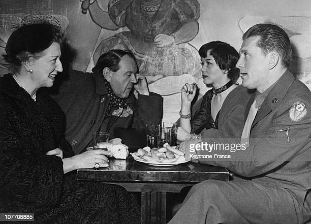 In A Parisian Bar The Main Actors In The Film Of Anatole Litvak Somewhere In The World From Left To Right Gabrielle Dorziat Fernand Ledoux Barbara...