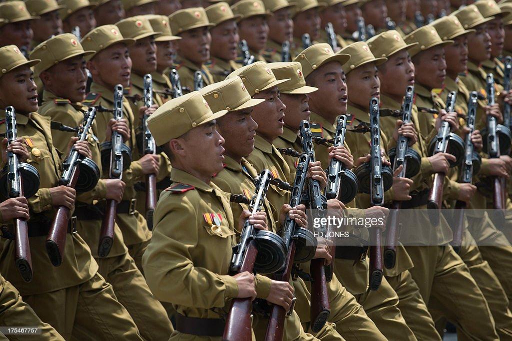 NKOREA-SKOREA-WAR-ARMISTICE-PARADE : News Photo