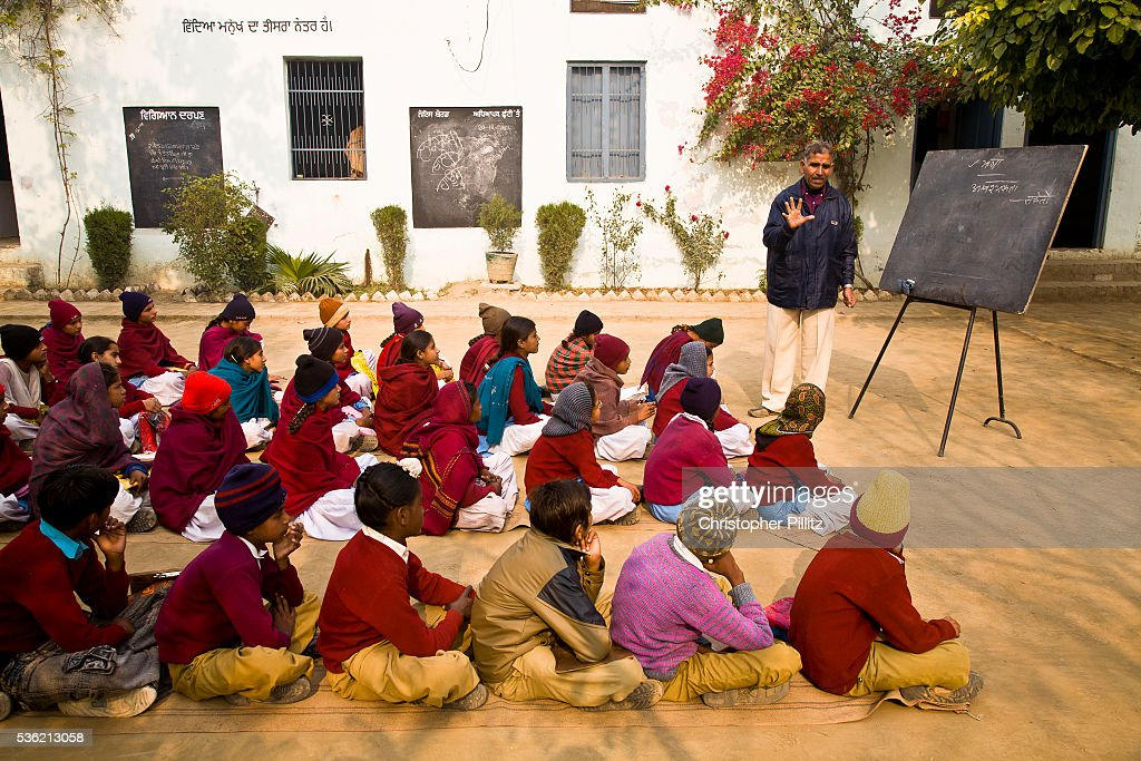 India - Education - Rural children in an outdoor lesson in school's courtyard : News Photo