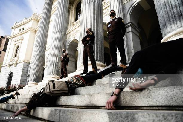 In an action this afternoon in front of the Madrid Stock Exchange, Friends of the Earth and Extinction Rebellion denounce the danger of...