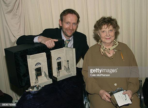 In an exceptionally rare public appearance Tuscanybased legendary Scottish author Dame Muriel Spark pays her firstever visit to the Edinburgh...