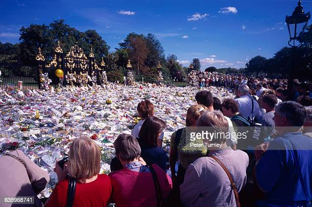 In an overwhelming outpouring of grief and sympathy, over one million bouquets of flowers were left at Kensington Palace, Buckingham Palace, and St....