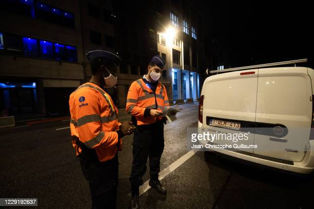 In Belliard Street, the police are controlling users who are still circulating after the curfew has entered into force. Offenders risk a 250 euros...