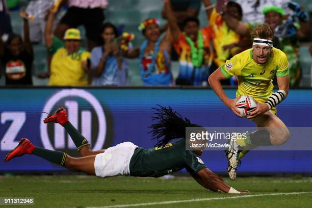 in Ben O'Donnell of Australia scores a try the Men's final match during day three of the HSBC Sydney Sevens at Allianz Stadium on January 28 2018 in...