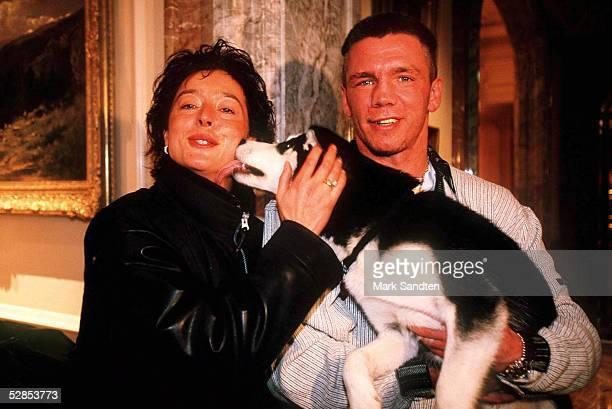 In Berlin 28.11.96, Christine und Graciano ROCCHIGIANI auf den Vertrag an.