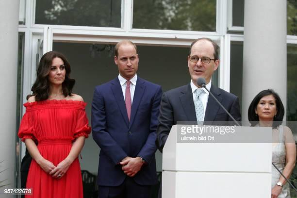 CAMBRIDGE in Berlin Queen`s Birthday Party mit Botschafter Sebastian Wood und seiner Frau Sirinat