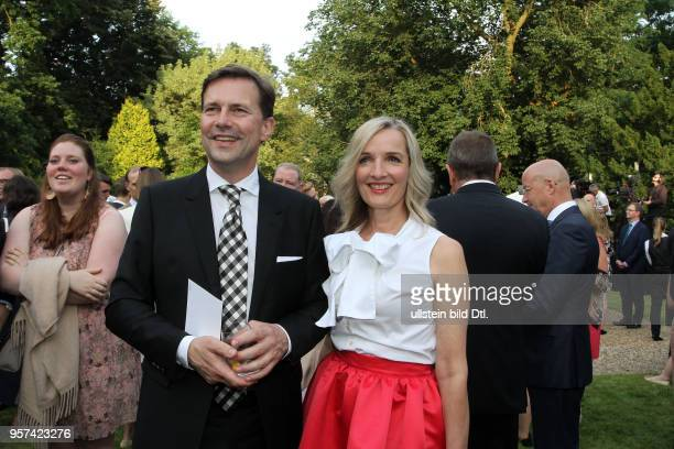 CAMBRIDGE in Berlin Queen`s Birthday Party Regierungssprecher Steffen Seibert