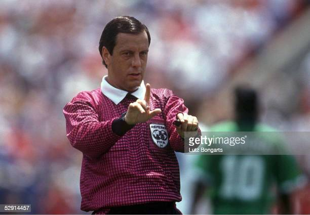 FUSSBALL WM 1994 in BostonUSA 050794 Schiedsrichter Arturo BRIZIO CARTER/MEX