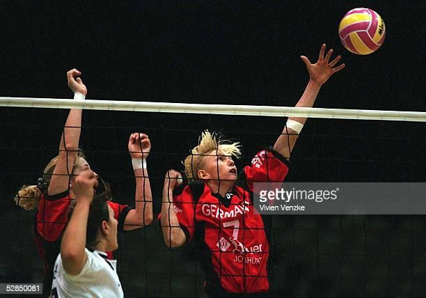 3 in Bremen 020198 Beatrice DOEMELAND und Susanne LAHME /Frauen Nationalmannschaft/Nationalteam