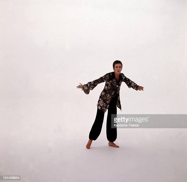 In Brussels around October 1968 the British singer Julie DRISCOLL rehearses for an appearance on Belgian television which will be shown during the...