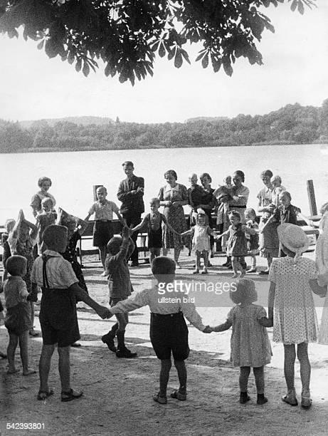 'In Buckow in der märkischen Schweiz wurdeein Durchgangslager für Flüchtlingeeingerichtet, in dem die von den Polenverfolgten Volksgenossen Aufnahme...