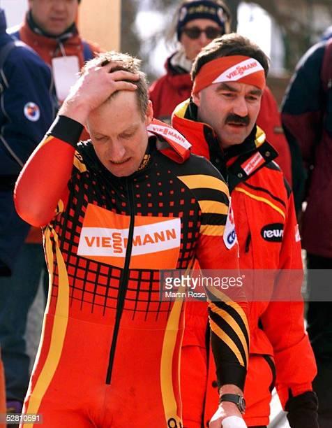 """In Cortina D'Ampezzo, Italien 07.02.99, 2er BOB GER1 mit Christoph LANGEN und Markus ZIMMERMANN/GER""""nur"""" Rang 2, Trainer Raimund BEETKE"""