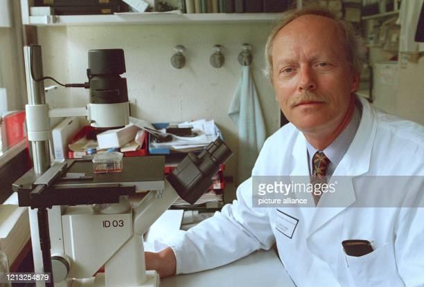 In den spektakulären Fall von Forschungsfälschungen werden immer mehr Wissenschaftler hineingezogen Der Freiburger Krebsforscher Prof Roland...