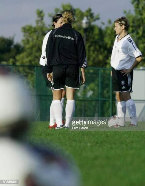 WM 2003 in den USA Columbus Nationalmannschaft Deutschland/Training Renate LINGOR Nia KUENZER Martina MUELLER/GER